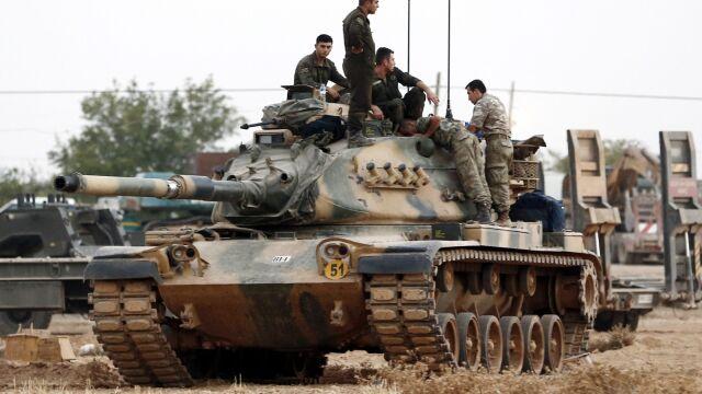 Coraz więcej czołgów. Turcy wysyłają kolejne przez granicę z Syrią