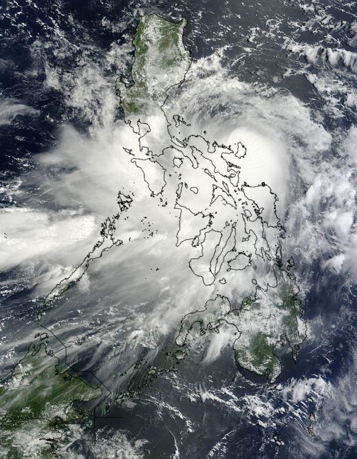 Zdjęcie satelitarne Nock-ten z 26 lipca, kiedy szalał nad Filipnami (NASA)