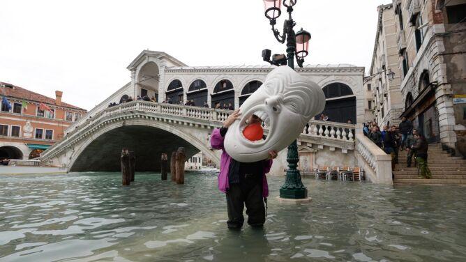 Acqua alta w Wenecji. <br />Plac świętego Marka wciąż pod wodą