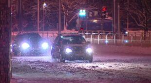 Intensywne opady śniegu w Szczecinie w nocy z piątku na sobotę (TVN24)